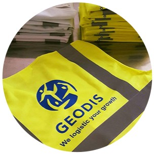 Impression de logo sur gilets de sécurité haute visibilité jaune fluo